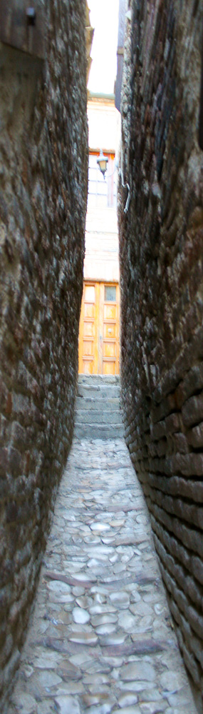 Ripatransone and the narrowest alley in Italy