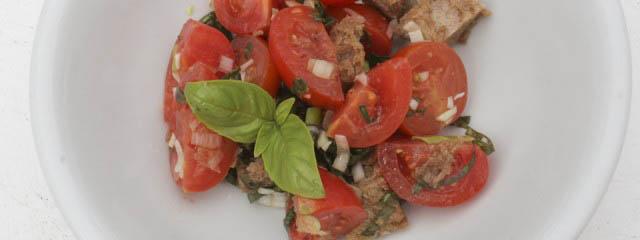 Panzanella salad recipe with bread and tomatoes