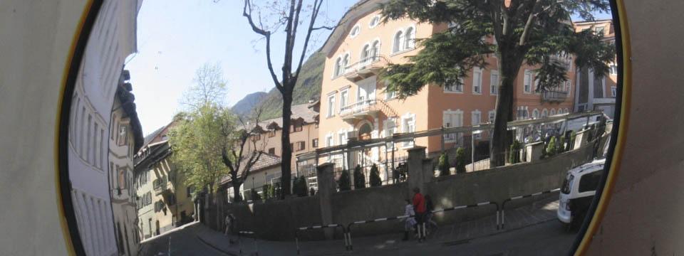Bolzano and the magic mirrors