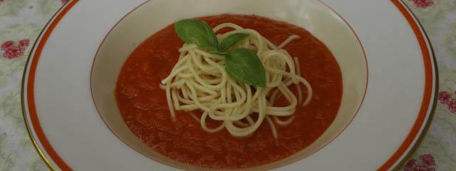 Spaghetti in sweet pepper sauce