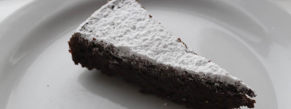 Chocolate marzipan cake with no added sugar