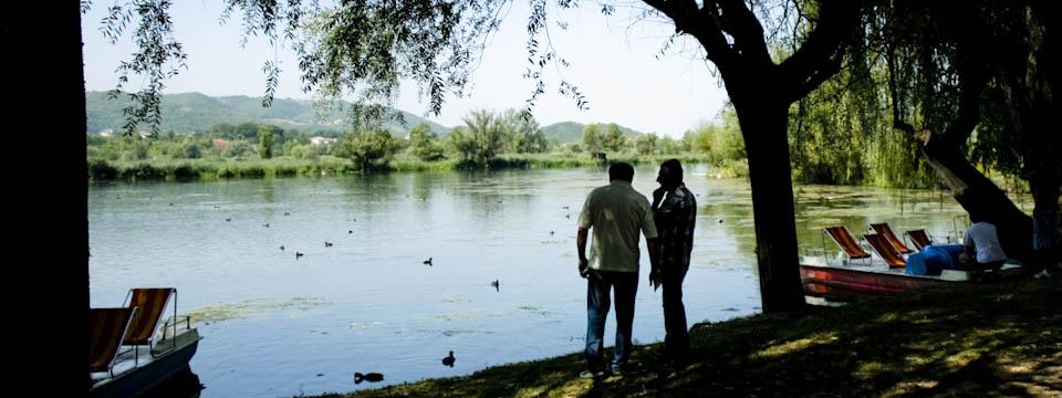 floating island in lake Posta Fibreno