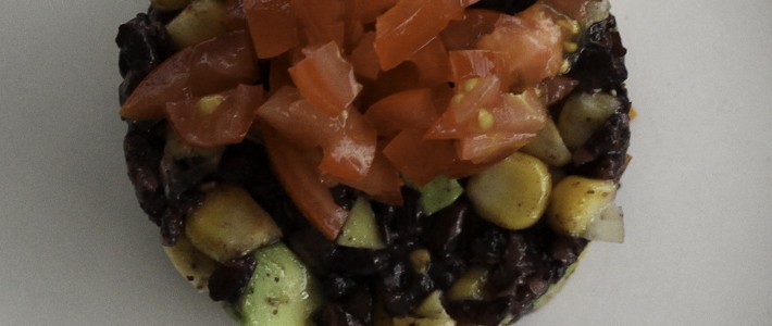 Salad with black rice, maize and avocado